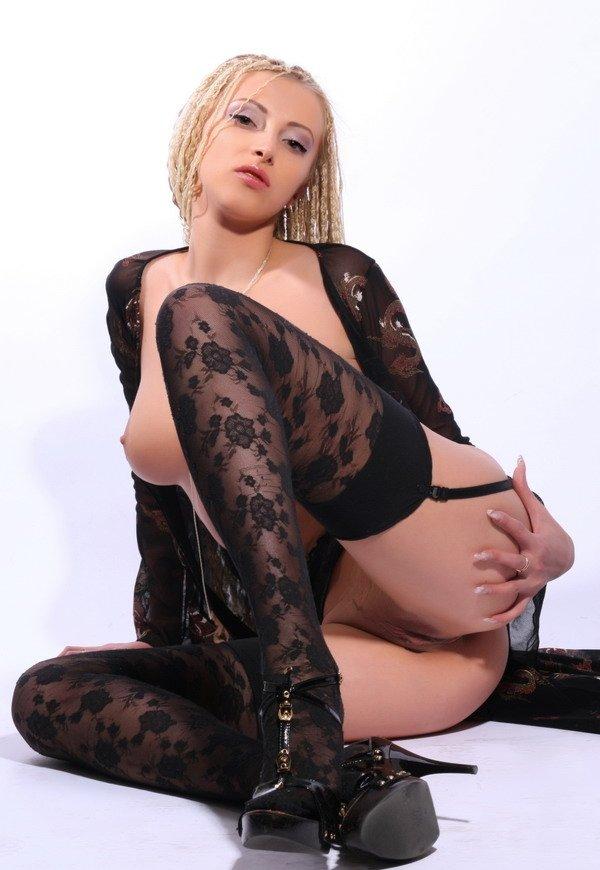 ofitsialniy-sayt-shlyuh-habarovska-blondinka-v-trenazherke-porno